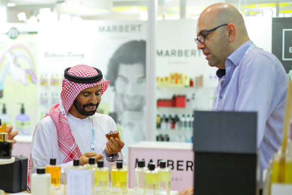 عالم الجمال ينطلق الاثنين في دبي ليقدم إبداعات شركات العطور لسوق خليجي يصل إلى 2.8 مليار دولار