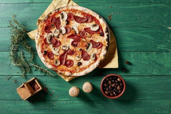 800 بيتزا يطلق عرضاً خاصاً للوجبات العائلية