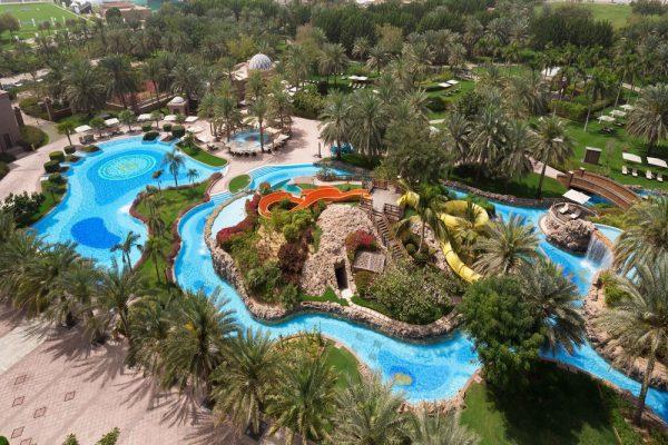 قصر الإمارات يفتتح حمامات السباحة مجدداً  ويتيح للزوار الاستمتع بقضاء يومٍ صيفي مذهل مع العائلة