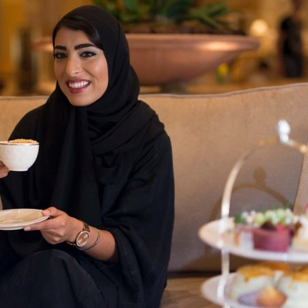   قصر الإمارات يحتفل بيوم المرأة الإماراتية مع مجموعة من العروض المُغرية
