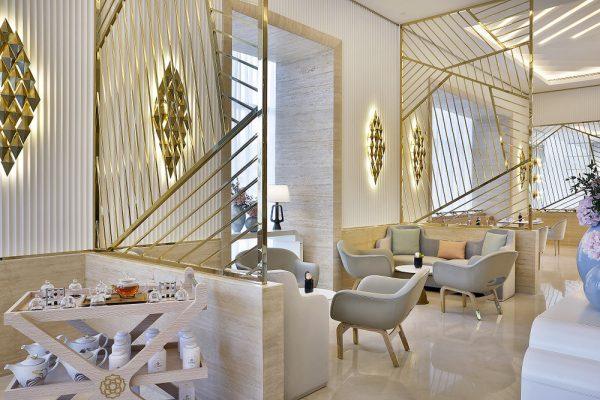 """فندق سانت ريجيس النخلة يحتفي بالسيدات  شاي بعد الظهيرة الفاخر   في """"هير"""" من كارولين آستور تقليد عريق"""